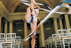Olaf Martens. Swetlana Schilina, zweifache Europa- und Weltmeisterin der Rhythmischen Sportgymnastik, Großer Saal des Jussupow-Palastes, Sankt Petersburg 2001