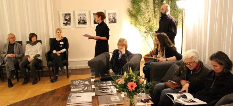Vernissage Familienporträts von Christian Borchert bei Rohnstock Biografien